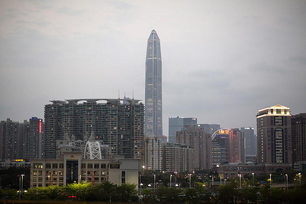 Финансов център Ping An, Шенжен, Китай – 599 метра Това е най-високата офис сграда в света. Финансовият център се намира в градския квартал Futian и представлява ново поколение прототипни азиатски небостъргач: много високи, много гъсто населени и свързани.