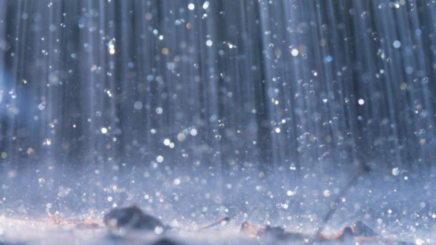 <p>Оранжев код за опасно време, два циклона удрят България</p>