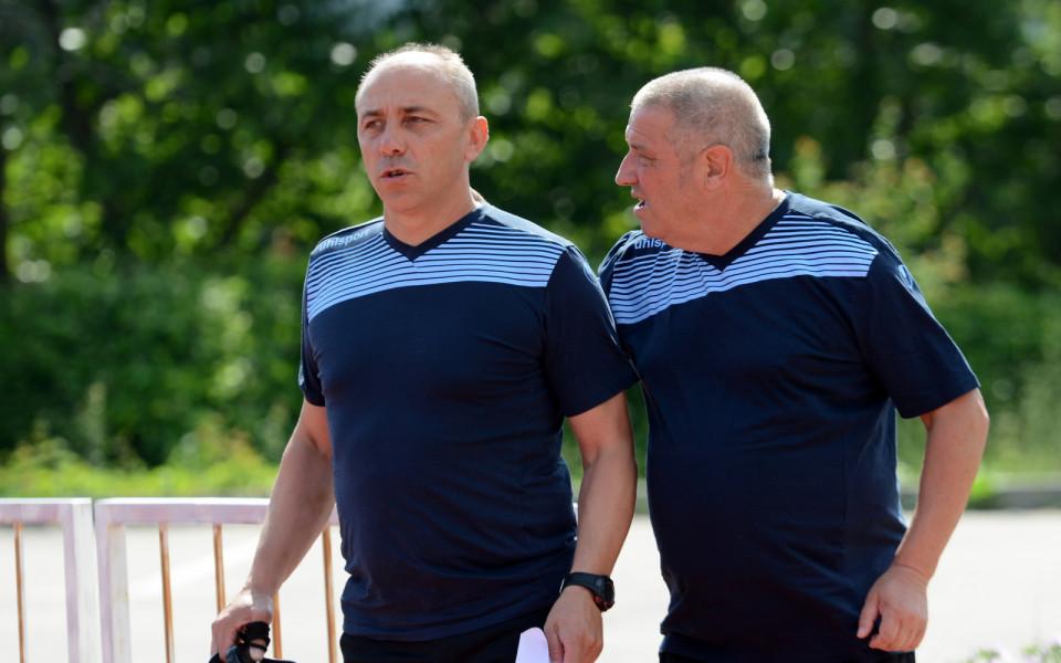 Черно море тренира без четирима