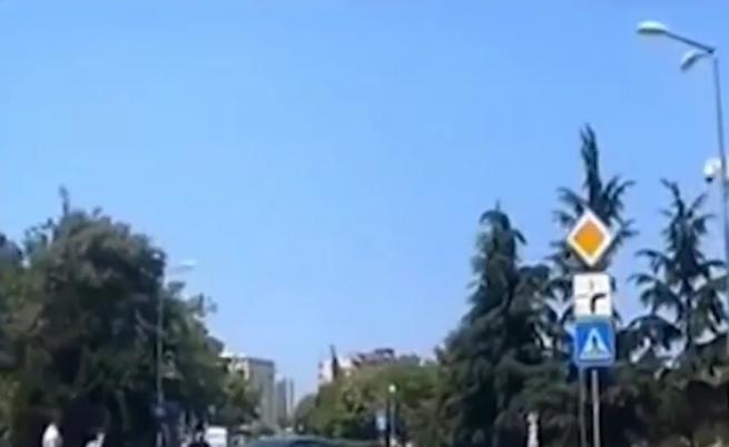 Шофьор и пешеходец се биха на пешеходна пътека в Бургас