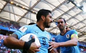 Суарес поведе блед Уругвай към осминафиналите