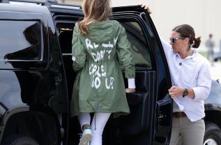 """Мелания Тръмп с яке с надпис """"Изобщо не ми пука, а на теб?"""""""