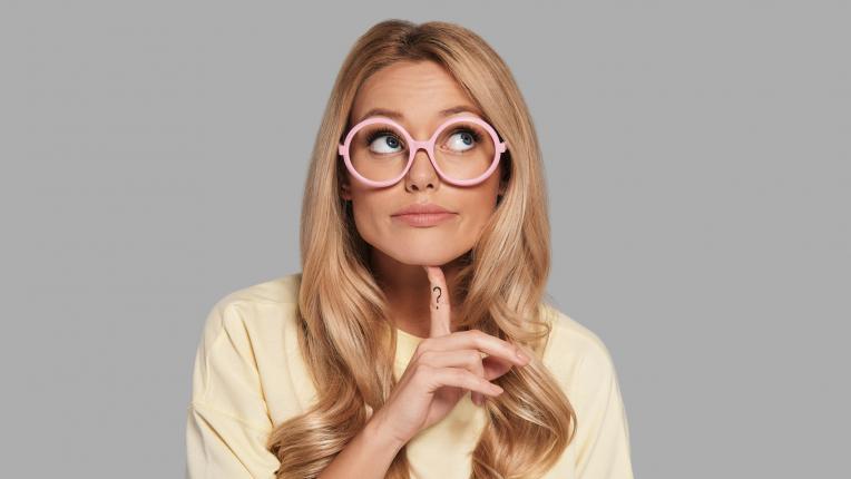 жена очила умна