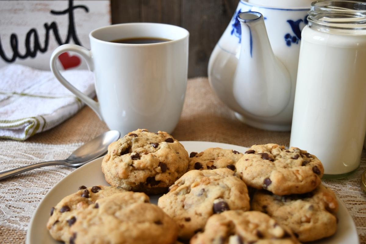 Няма по-подходящо време за правене на домашни сладки от дъждовното. Ароматът канела или ванилия ще направи дома още по-уютен.