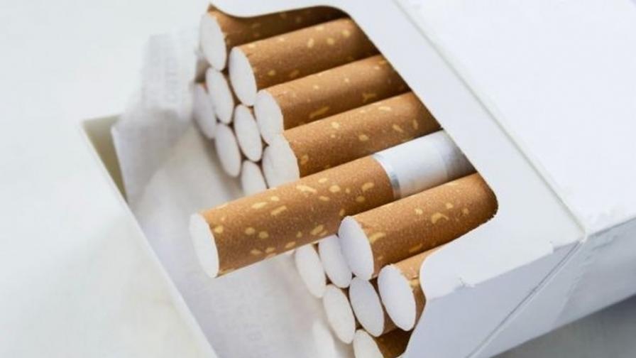 """Хем ни продават цигари, ама хем, ако може да не ги пушим"""