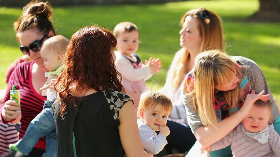 Въвеждат нови образци за майчинство и болнични