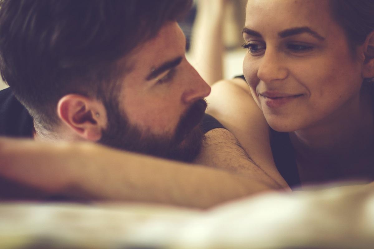 """""""Мисля само за теб"""". В началото на връзката нещата изглеждат по един начин, но когато сте по-дълго време заедно... няма нищо странно, ако половинката ви си мисли за друг човек. Особено често се срещат разкази за фантазии с известни хора."""