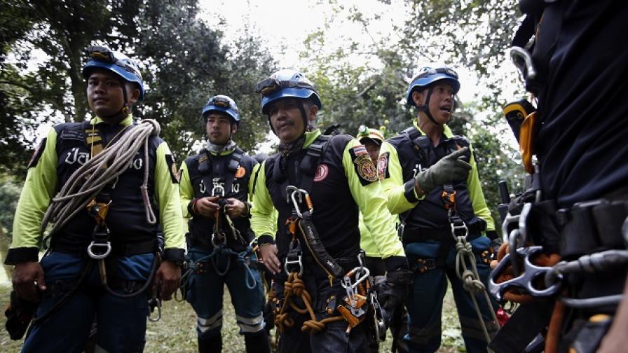Изведоха първите деца от пещерата в Тайланд