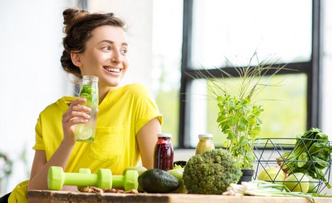 Всеки обича да си похапва, но е важно да имаме балансирана диета. Наблюдавайте с какво се храните и колко често. Това определено не е приятно занимание, но ако го превърнете в навик, ще забележите промени в тялото си.