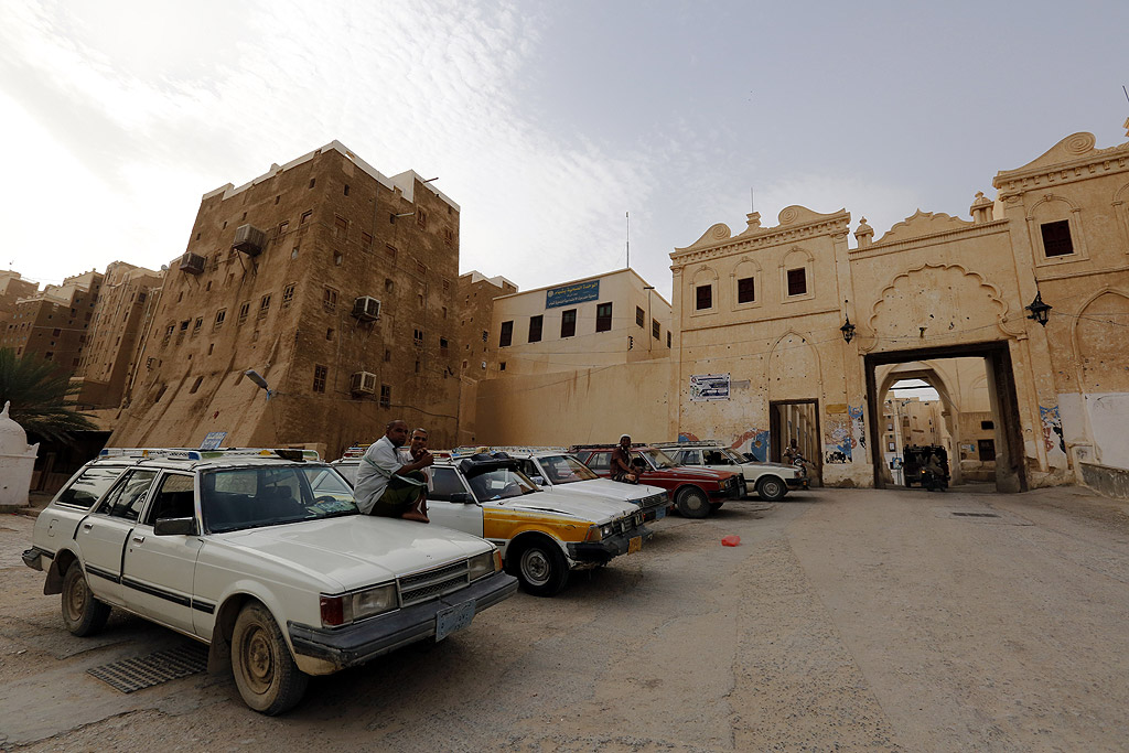 Такъв тип постройки са призвани да защитават жителите на града от набези на бедуини. Въпреки че градът съществува вече около 2000 год., мнозинството жилищни сгради са построени през XVI век. Много от тях неведнъж са престроявани за последните столетия.