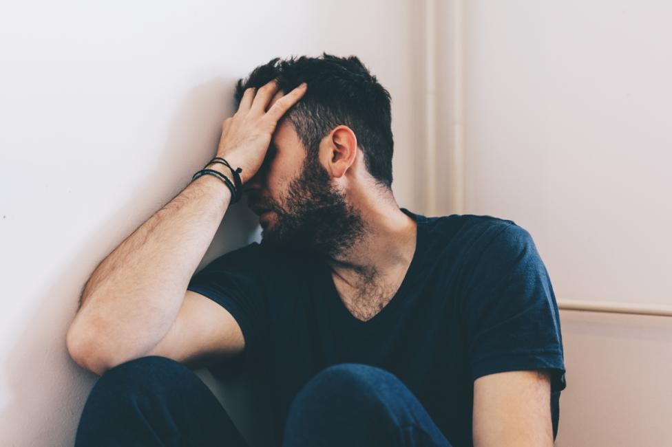 """- Хората, които са нещастни в любовта, често за """"зависими"""" от другия човек. И ако той ги изостави, те изпадат в състояние на пълна безпомощност. За да..."""