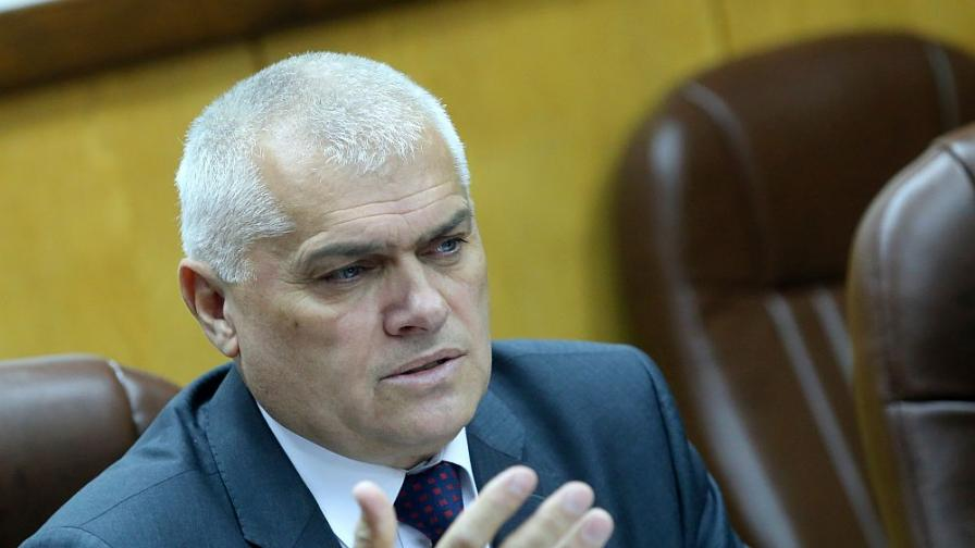Валентин Радев: Ситуацията е кризисна, опасността реална