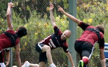 Иниеста тренира с новите си съотборници, пред дебют в неделя