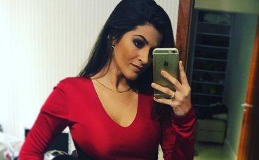 Сексбомбата до новия хитов вратар на Ливърпул