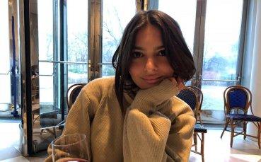 Зашеметяващата Емили подпалва фантазиите с горещи голи снимки