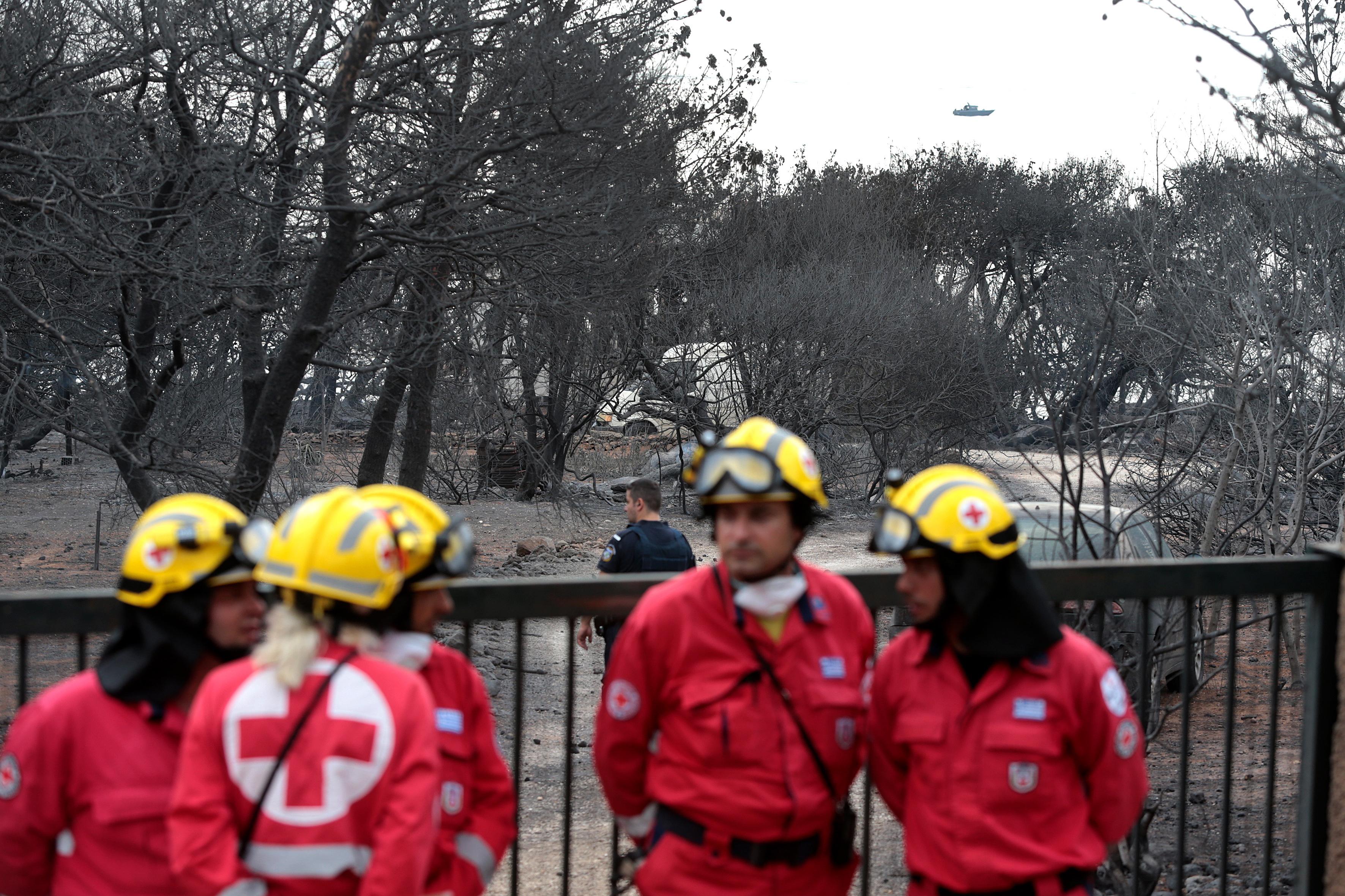 Опасността към момента все още не е преминала и хората в по-малко засегнатия район са готови за незабавно напускане на домовете си.