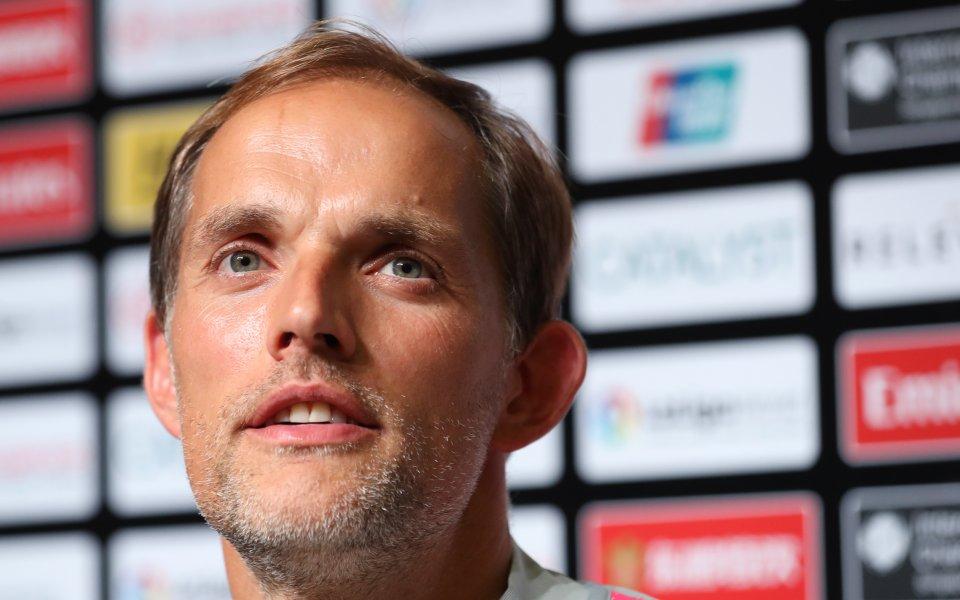 Играчите на ПСЖ погнаха треньора си с шампанско, прекъснаха пресконференция
