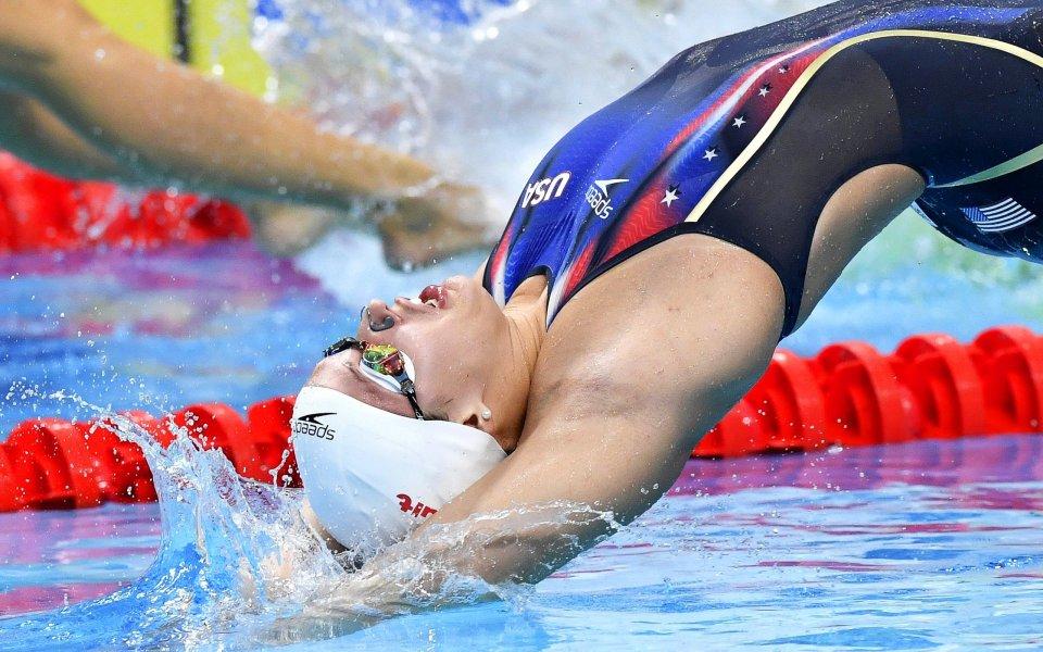 Кейтлийн Бейкър постави нов световен рекорд на 100 метра гръб