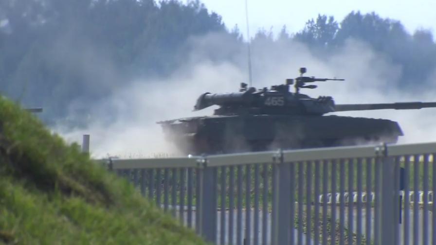"""В Русия пак си играят на война и """"Лебедово езеро"""""""