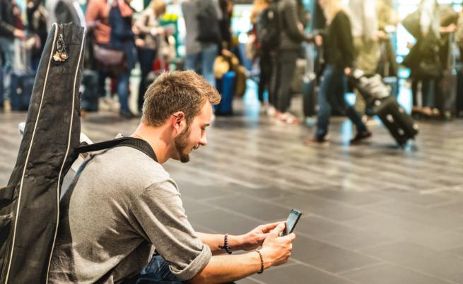 Смартфоните разсейват все повече шофьори докато карат