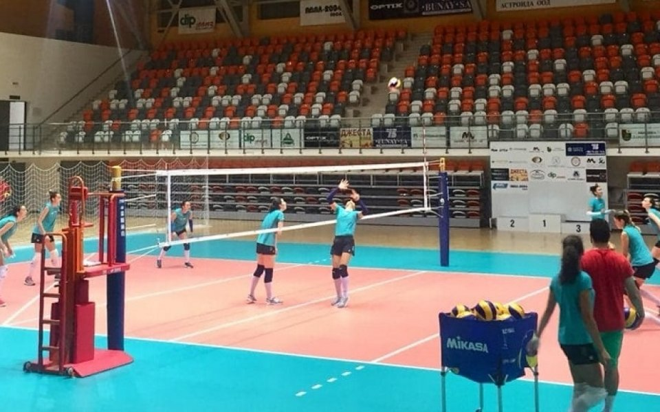 Волейболистките продължават подготовка в Панагюрище