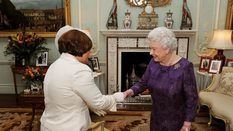 кралско семейство ръкостискане