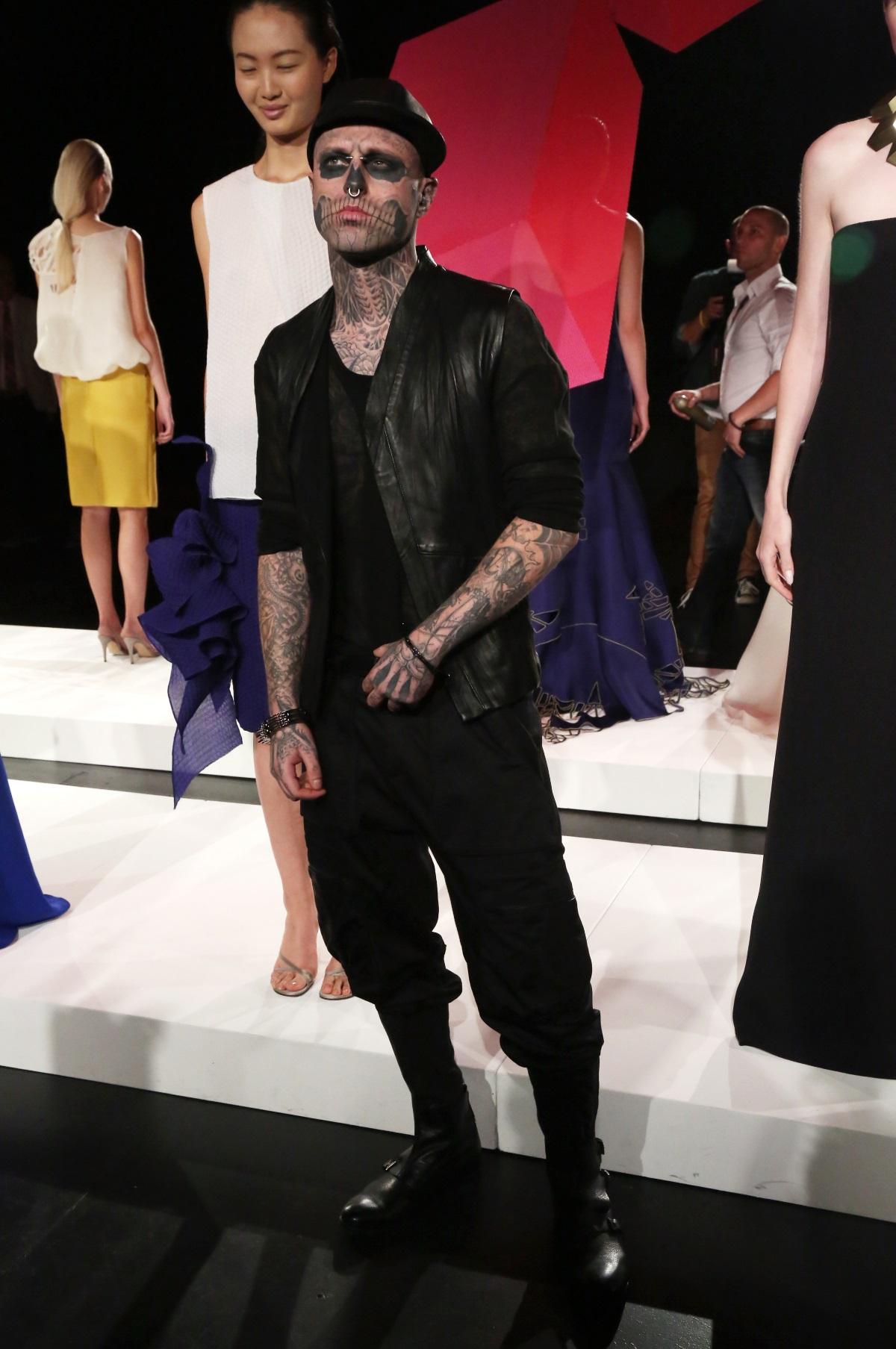 Канадският манекен Рик Дженест беше намерен мъртъв. Той е един от най-нестандартните и ексцентрични модели. Известен с прозвището Зомби Бой, Дженест почина на 32-годишна възраст. Тялото на манекена е открито в сряда в апартамента му в Монреал.