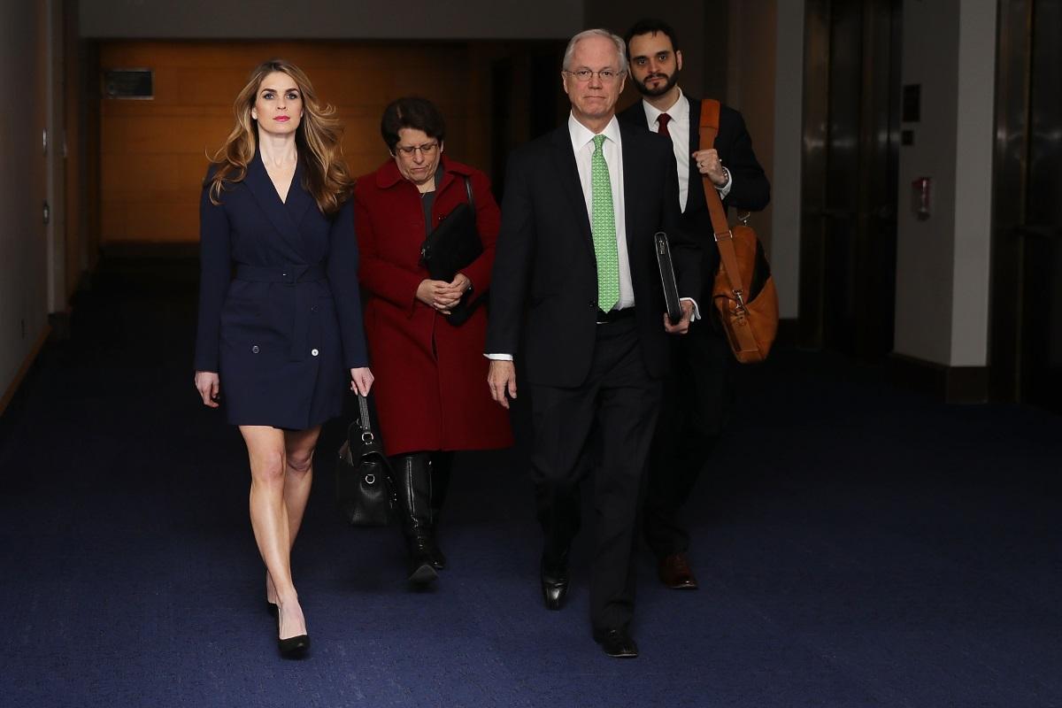 Хоуп Хикс заемаше поста временен директор на комуникациите на Белия дом, но по-рано тази година подаде оставка. Тя се грижи за имиджа на Тръмп от 2012 г. и е един от най-приближените му съветници.