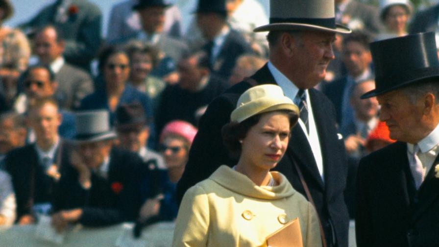 Как се е обличала младата кралица Елизабет II