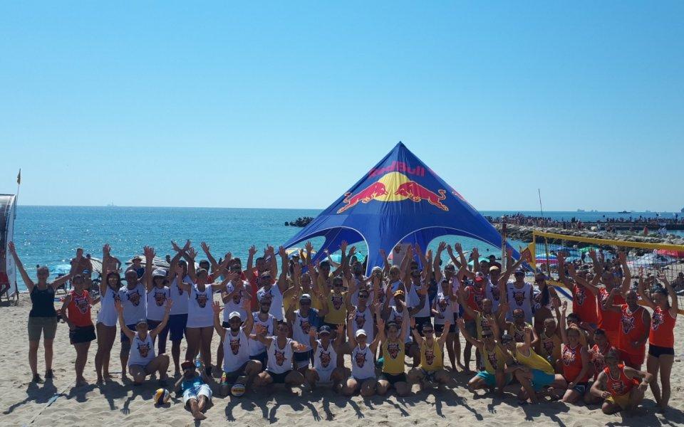 Нестандартен турнир по плажен волейбол вдигна градусите в Крапец и Варна