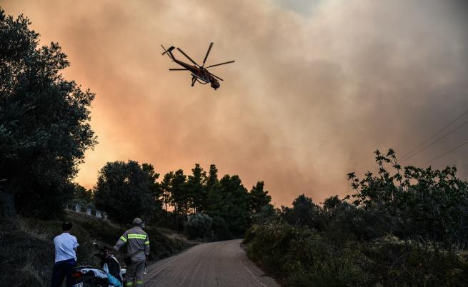 Гърция отново под огнените пламъци, две села са евакуирани