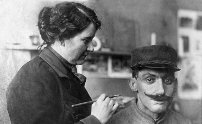"""Жената, """"реставрирала"""" лицата на ветераните от Първата световна война"""