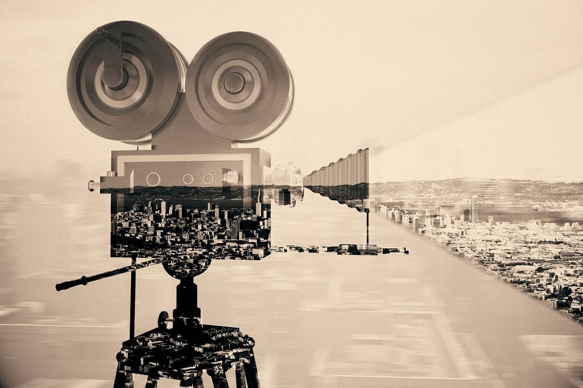 """""""Киното е малко повече от прищявка. То е драма в консерва. Това, което публиката иска истински да види е плът и кръв на сцената"""".<br /> <br /> Чарли Чаплин, актьор, продуцент, режисьор и основател на кино студио. <br /> <br /> 1916 г."""