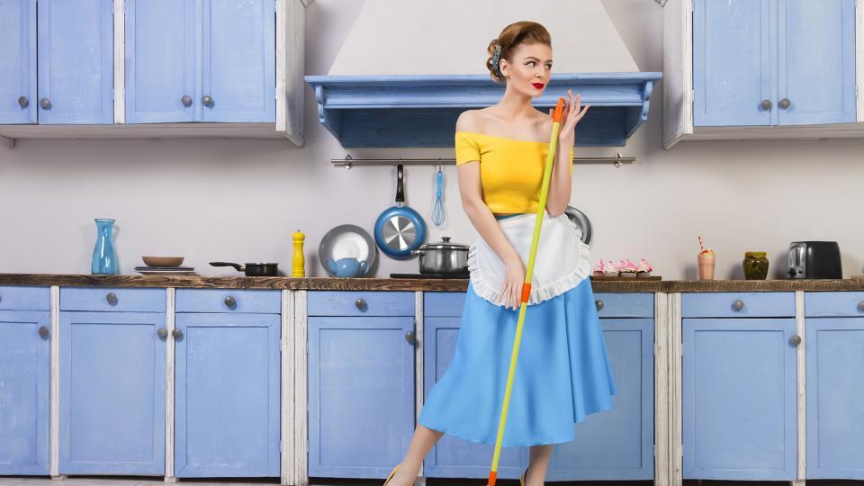 жена чистене