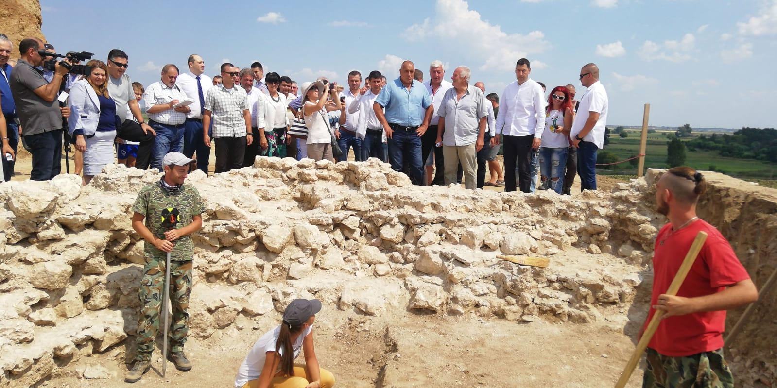 До септември 2019 г. се очаква да бъде разкрита цялата гробница Малтепе в землището на село Маноле край Пловдив, която бе открита през юли, но отсега е ясно, че тя е заявка за световно археологическо събитие.