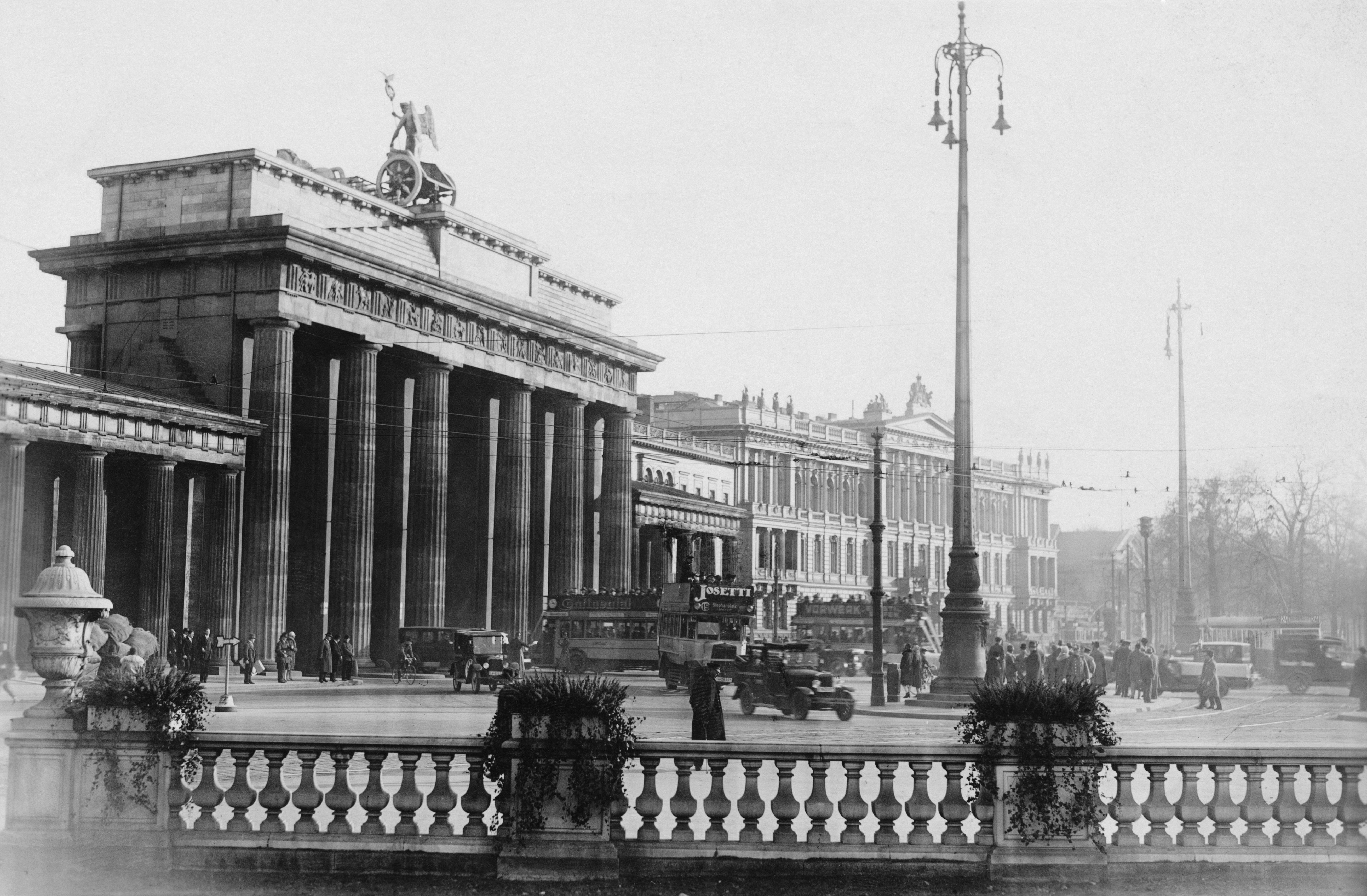 Снимките са правени през 30-те и 40-те години на XX в.
