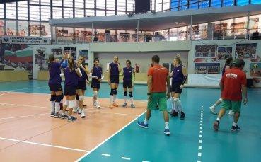 Волейболните националки под 19 години заминаха за Балканиадата в Сърбия