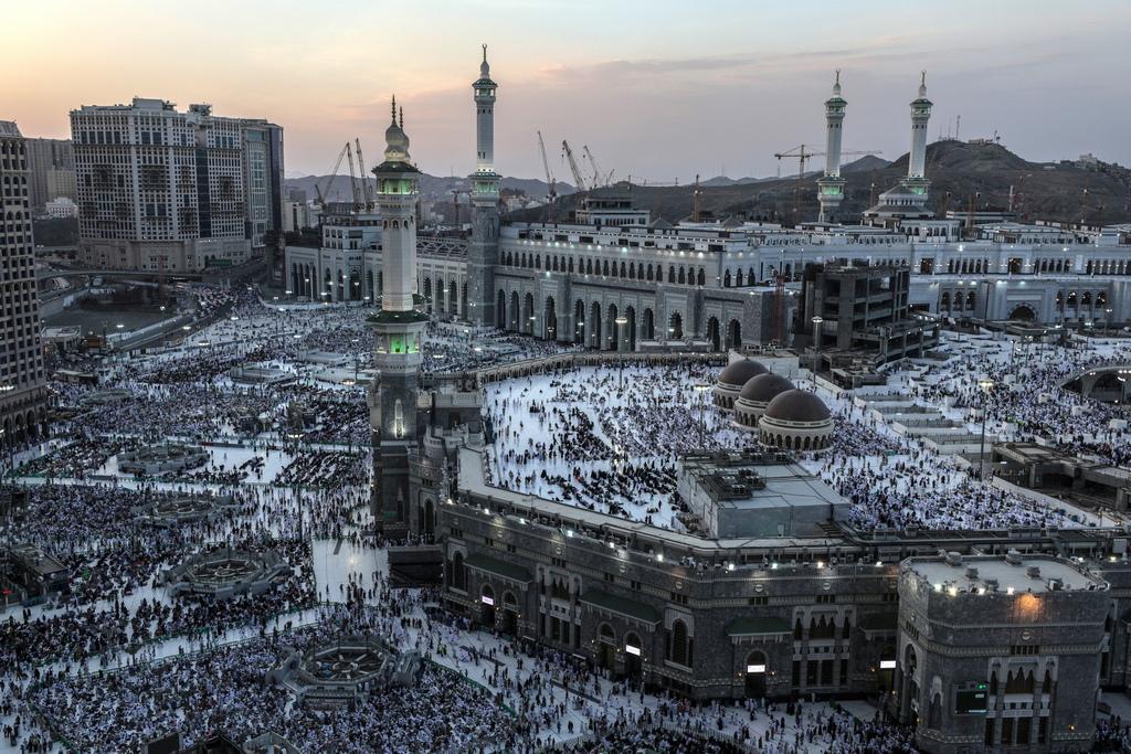 Над 100 хиляди служители на силите за сигурност ще охраняват събитието, а други хиляди доброволци ще оказват съдействие на поклонниците.