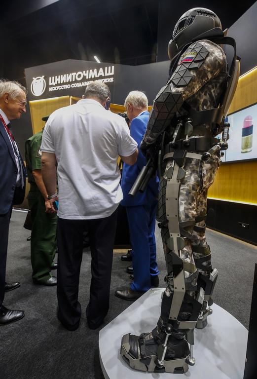 Екзоскелет от Централния научноизследователски институт за машиностроене (ЦНИИмаш)