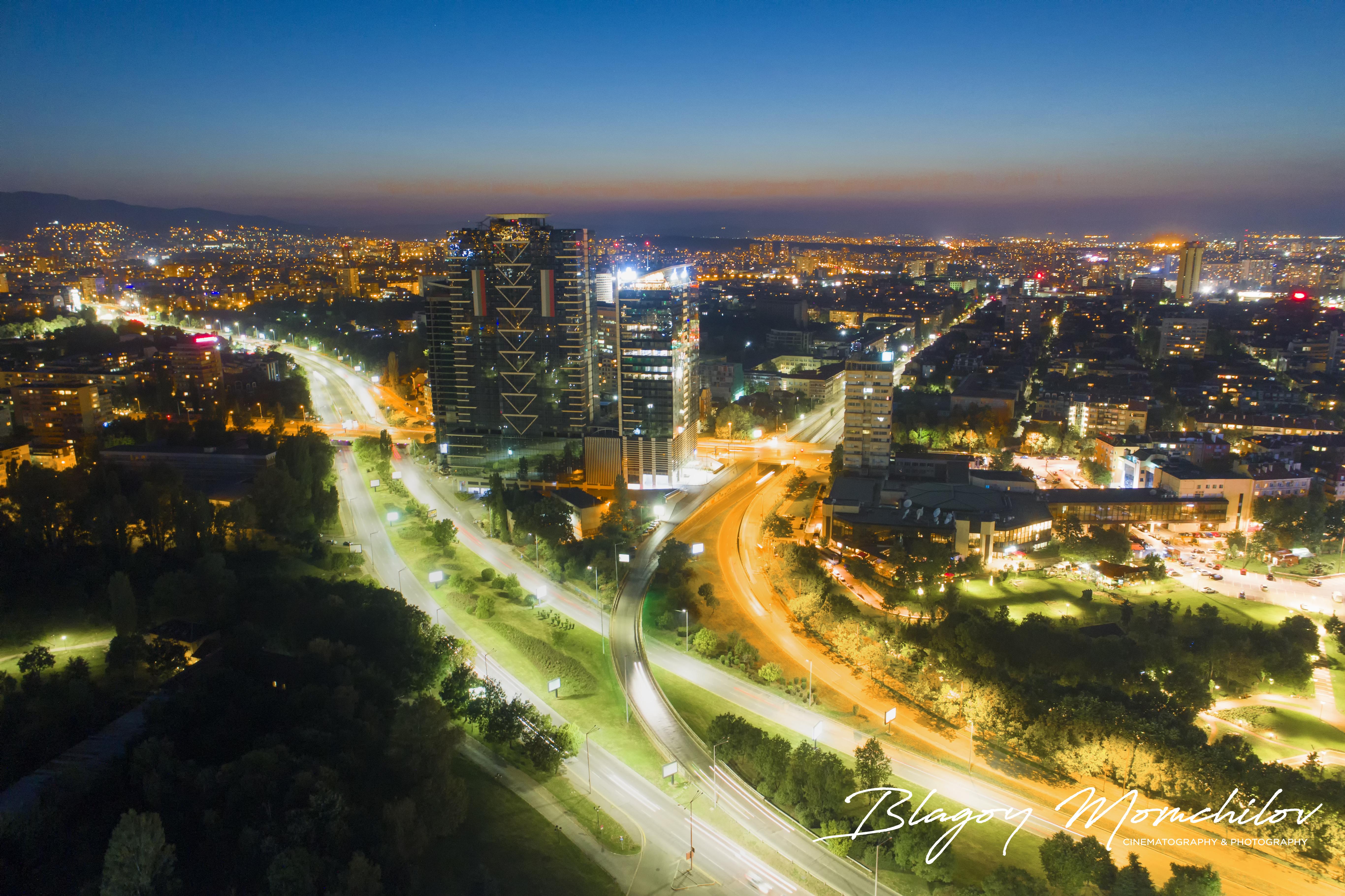 """Операторът на NOVA Благой Момчилов се занимава с видео и фото-заснемане от 1993 г. В началото на 2014 г. вдига камерата във въздуха. Със своето последно видео, заснето с дрон, Благой спечели симпатии от цял свят и си заслужи признанието """"Видео на седмицата"""" в конкурса на най-големия сайт за споделяне на видеа и снимки - AirVuz.com."""