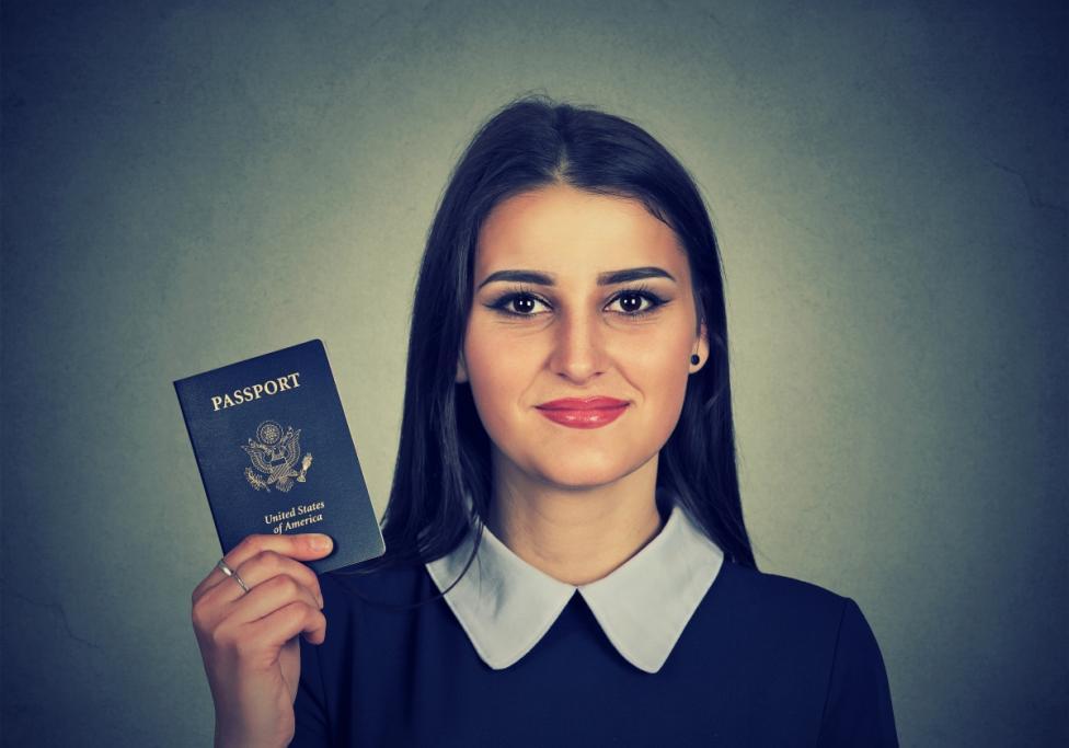 - Никога не носете документите си на едно място: паспортът и личната карта трябва да са отделно. Освен това: поинтересувайте се, къде е най-близкото...