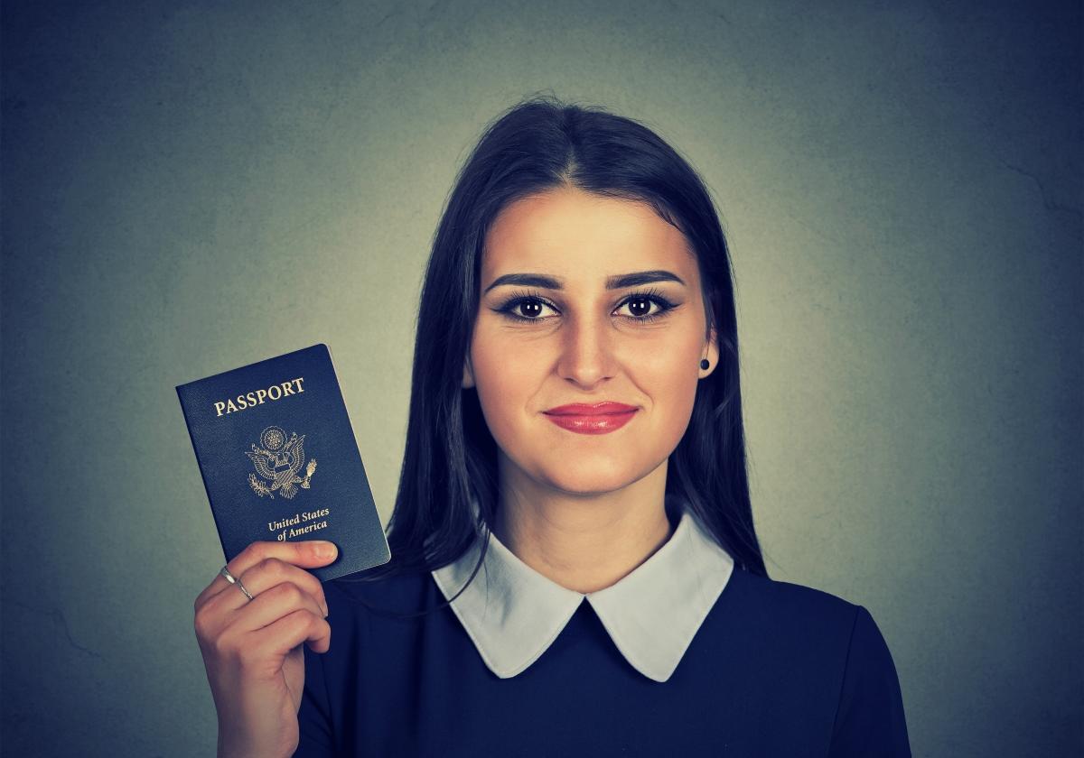 Никога не носете документите си на едно място: паспортът и личната карта трябва да са отделно. Освен това: поинтересувайте се, къде е най-близкото място, където можете да си извадите пасаван.