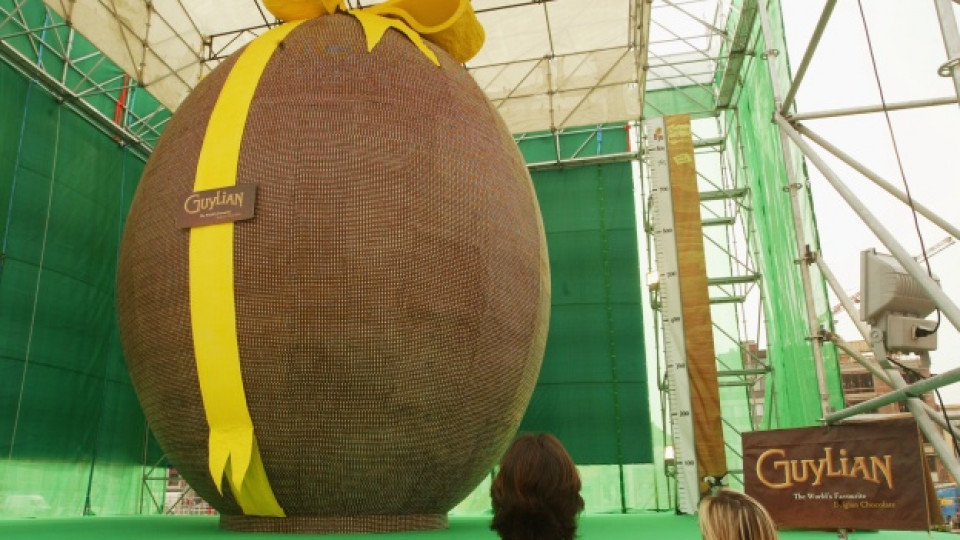 През 2005 г. това великденско яйце, произведено в Белгия, влиза в рекордите на Гинес заради своята гигантска форма