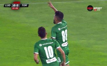 Кампаняро пирува след втори гол срещу Торпедо