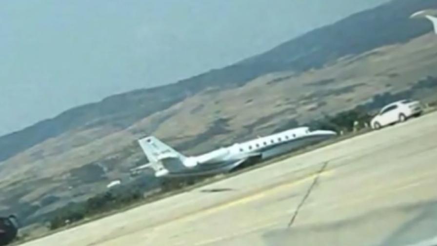 Частен самолет излезе от пистата в Бургас