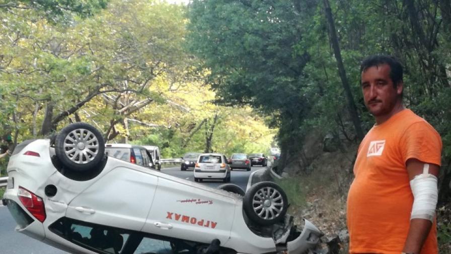 Падащи камъни обърнаха кола в Кресненското дефиле