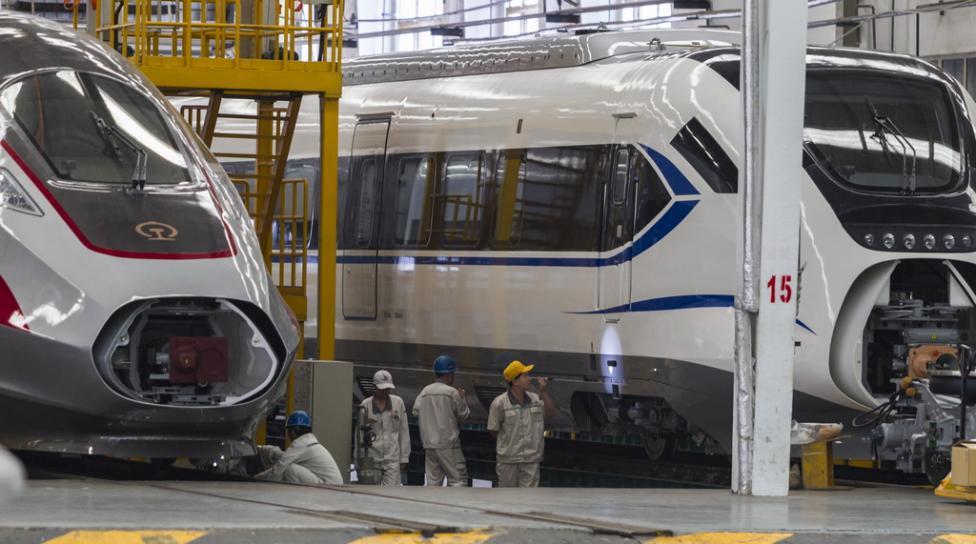 - Китайската корпорация за железопътен подвижен състав (CRRC, China Railway Rolling Stock Corporation), е един от най-големите индустриални концерни в...