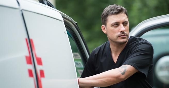 """Снимка: Владо Карамазов лекува гнева с улични боеве в """"Откраднат живот: Анатомия на гнева"""""""