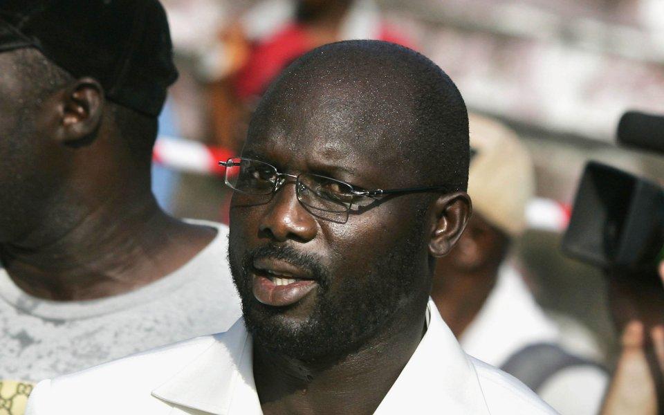 Уникален: На 51 президентът Уеа игра 79 минути в официален мач за Либерия