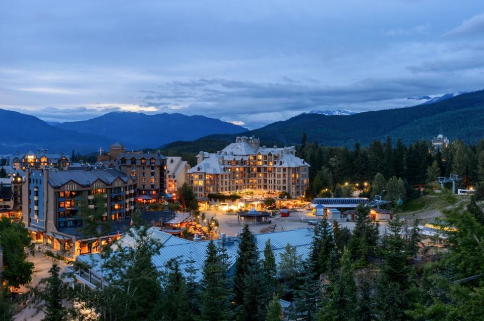 - 1. Уислър, Британска Колумбия - спокойното място, скрито в планината, е рай за всички любители на спа процедурите, тишината и спокойствието. Или...